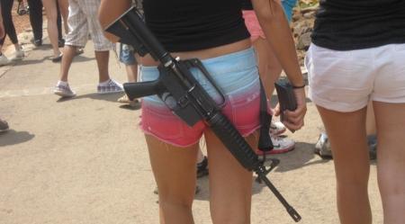 israeli-girl-m4-carbine